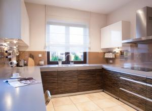 Wie gestaltet man eine Küche funktional und optisch ansprechend?