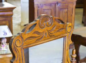 Wie pflege ich antike Möbel?