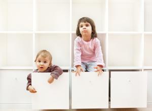 Wie schafft man eine sichere Wohnungseinrichtung für Kleinkinder?