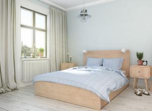 Massivholz für warme Atmosphäre im Schlafzimmer